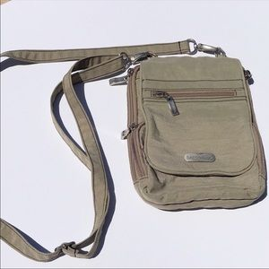 BAGGALLINI CROSSBODY TAN TONS OF POCKETS NWOT